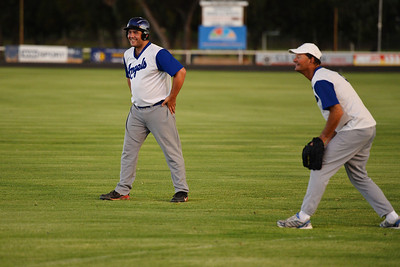Dave Grenfell (Renmark B) ready to steal to 2nd  as Darren Beer (Renmark A) waits for the ball
