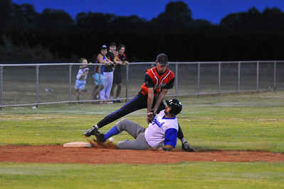 Doug Hren (Renmark)safe at 3rd base