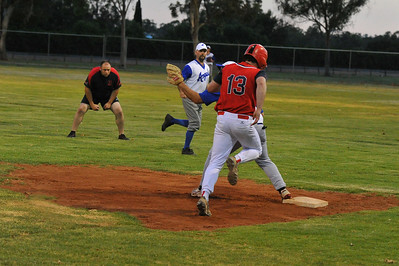 Paul Reid (Berri) runs to 1st base