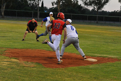 Paul Reid (Berri) runs for 1st base