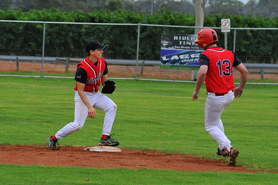 Paul Reid (Berri A) runs to 2nd base