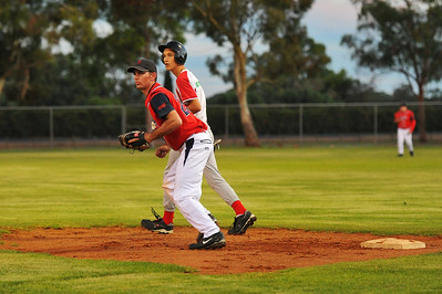 Jeremy Reimers (Lyrup) prepares to steal to 2nd as Steven Goldspink (Berri) waits for the ball