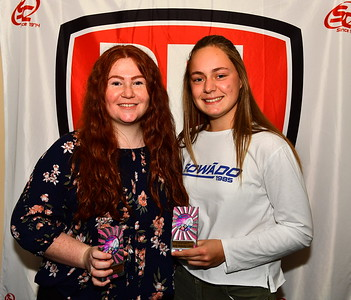 """""""B"""" Grade Best Mid Court 2017 Chelsea Bruce with Best Defence 2017 winner, Molly Walmesley-Cotham"""