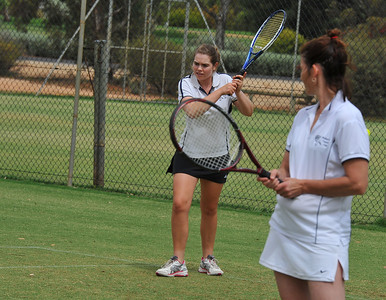 Jess Smith (Waikerie) with Penny Kroehn (Waikerie) watching