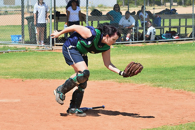 Rachel Symons (Loxton) takes the catch