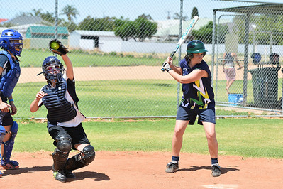 Rachel Symons (Loxton) at bat with Sarah Peltz (Berri) catching
