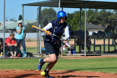 Haylee Symons (Loxton) tries a bunt