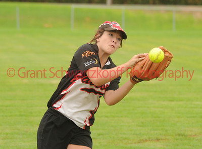 Emma Pillion (Waikerie) takes the catch (MAYBE ?) (maybe not)
