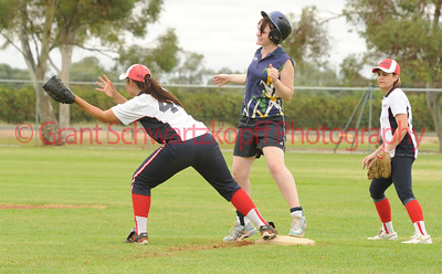 Taylee Healy (Berri) waits for the ball on 2nd base as Amy Lidgerwood(Loxton Blue) is safe