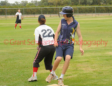 Tyson Renshaw (Lox Blue) rounds 3rd base as Steph Lacey (Berri) waits for the ball