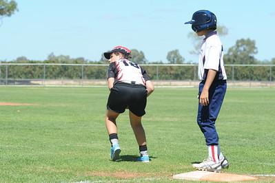 Thalia Boatswain (Waikerie) 1st base, gathers the ball .