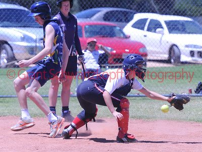 Tyson Renshaw makes it home . Carly Thomson (Berri) tries to get ball to tag.