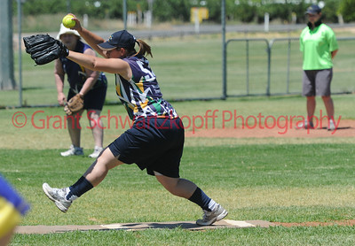 Kylie Loxton (Loxton Blue) pitching.
