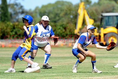 Caitlin Bruce (Renmark) waits for ball at 2nd base as Ashlee Wutke (Cobby0 touches the base