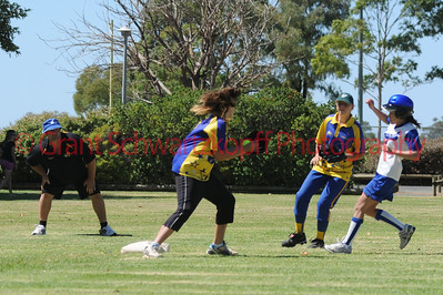 Leanne Le (Renmark) out on 3rd base