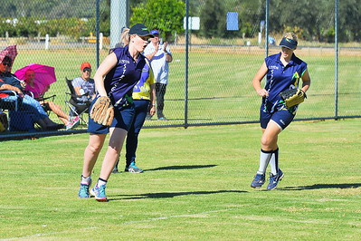 Amy Lidgerwood (Loxton) makes the out