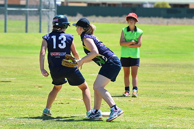 Amy Lidgerwood (Loxton A) tags the out at 3rd