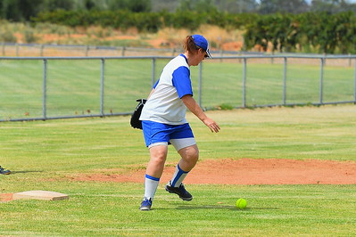 Sharron Letton (Renmark) fields the ball at 3rd