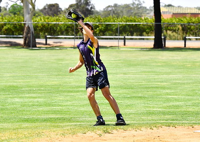 Caleb Koehne (Loxton) takes the catch