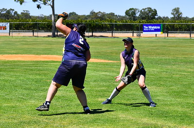 Kellie Holland (Loxton) takes the catch
