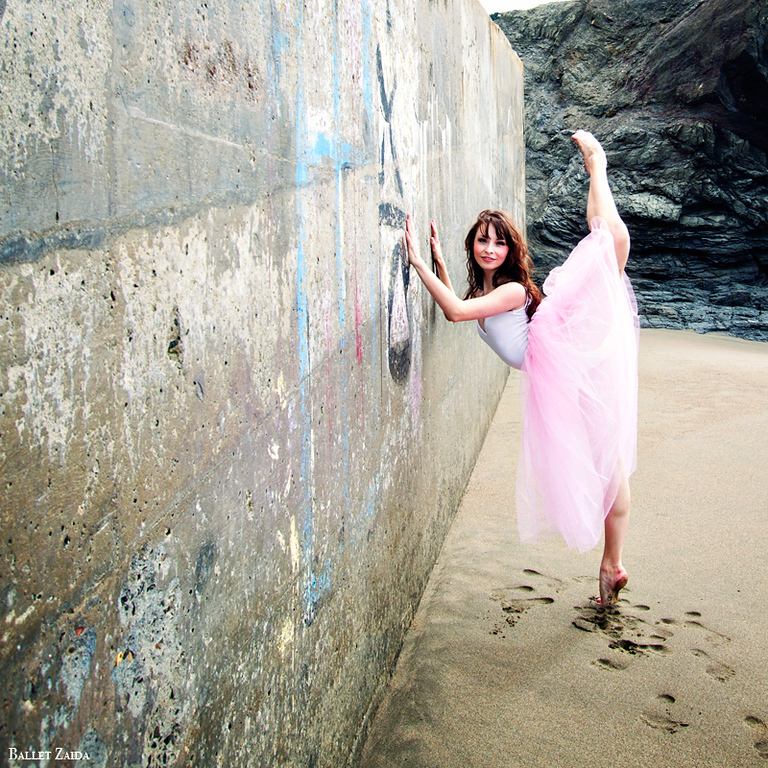 Dancer - Maggie Rupp.<br /> <br /> Location - China Beach. San Francisco, California.<br /> <br /> © 2012 Oliver Endahl