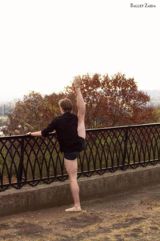 Dancer - Stephen Jacobsen.<br /> <br /> Location - Cincinnati, Ohio.<br /> <br /> © 2011 Oliver Endahl
