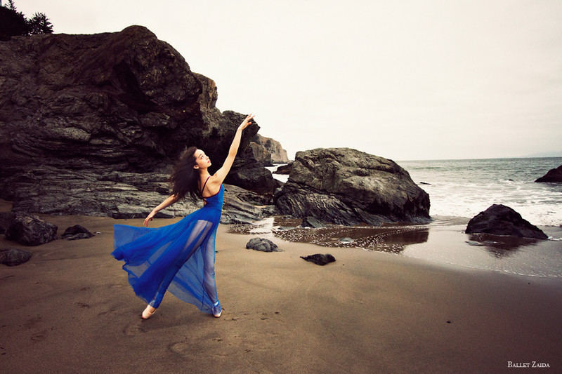 Dancer - Natasha Sheehan.<br /> <br /> Location - China Beach. San Francisco, California.<br /> <br /> © 2012 Oliver Endahl