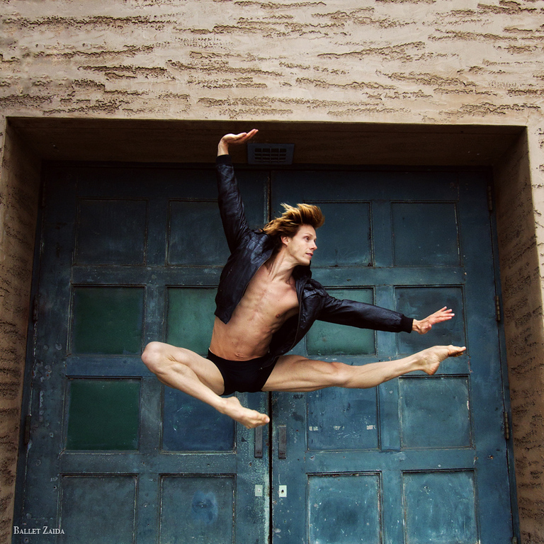 Dancer - Luke Willis.<br /> <br /> Location - The Palace of Fine Arts. San Francisco, California.<br /> <br /> © 2011 Oliver Endahl
