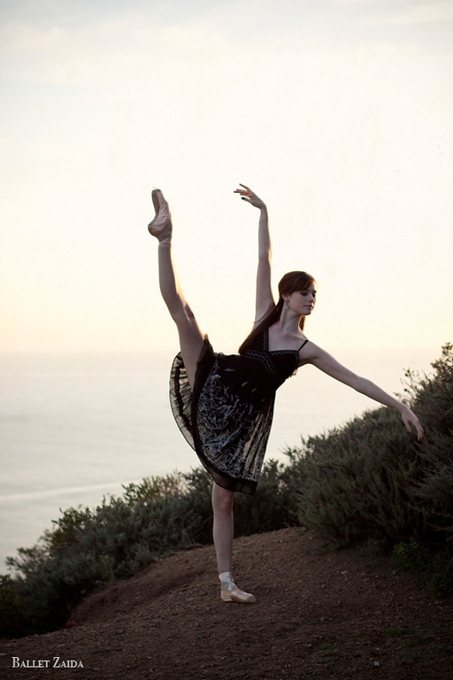 Dancer - Elizabeth Powell.<br /> <br /> Location - Marin Headlands. Sausalito, California.<br /> <br /> © 2011 Oliver Endahl