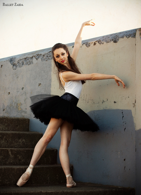 Dancer - Jordan Hammond.<br /> <br /> Location - Marin Headlands. Sausalito, California.<br /> <br /> © 2011 Oliver Endahl