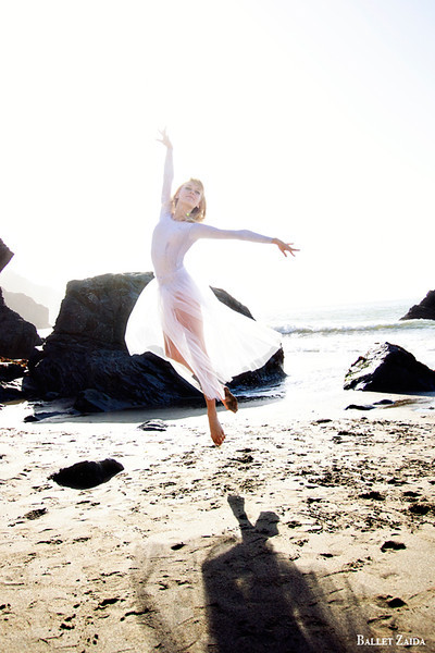 Dancer - Alanna Endahl.<br /> <br /> Location - China Beach. San Francisco, California.<br /> <br /> © 2012 Oliver Endahl