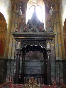 The ciborium rests on four columns, whose bases and capitals are made of grayish-violet jade.  This memorial zone to the place where Emperor Alexander II was mortally wounded is seven steps lower than the floor of the cathedral.