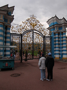 Entry gates to The Catherine Palace (Angie describing to Patrice and Nancy)