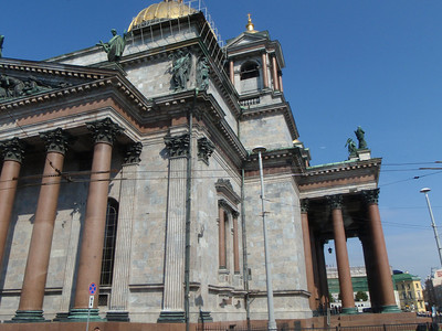 The massive granite columns are made of single pieces of red granite and weigh 80 tons each