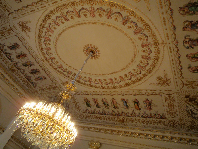 Ceiling in	Rotunda Major with 132 candle chandelier