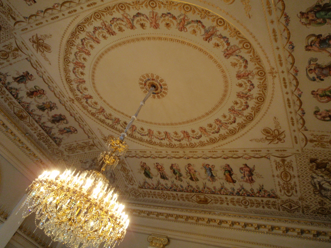 Ceiling inRotunda Major with 132 candle chandelier