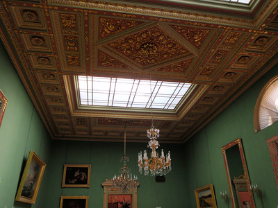 Ceiling with skylight in the Green Room