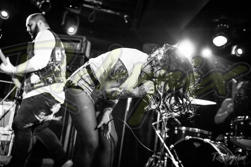 ©Rockrpix - Eva Plays Dead