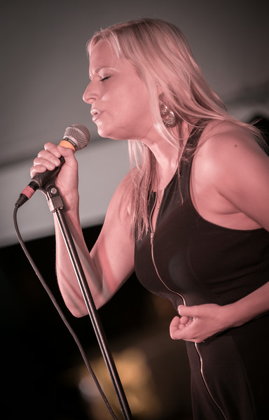Sena Ehrhardt-Sena Erhardt Band-Madelia Blues Fest 2014