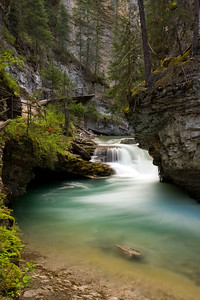 Amazing pools found in Johnston Canyon. You can also see the walkway that the park service has constructed to navigate some of the more narrow sections of the Canyon.