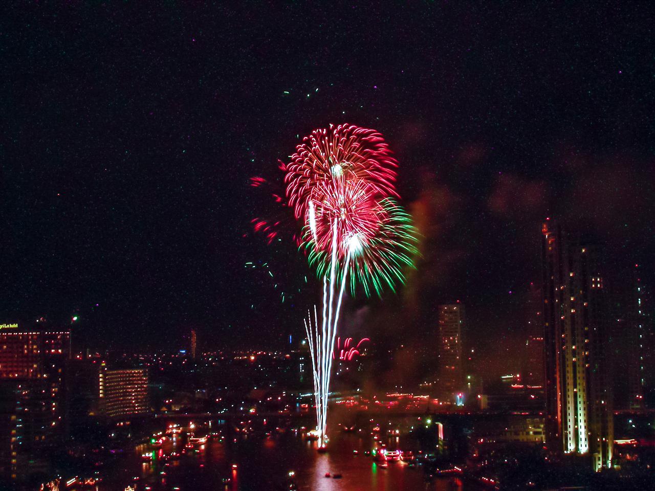 Loy Krathong fireworks over Chao Phraya River, Bangkok 2005