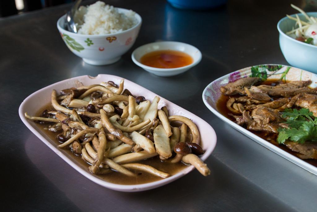 Hed khon nam man hoy (เห็คโคนน้ำมันหอย)