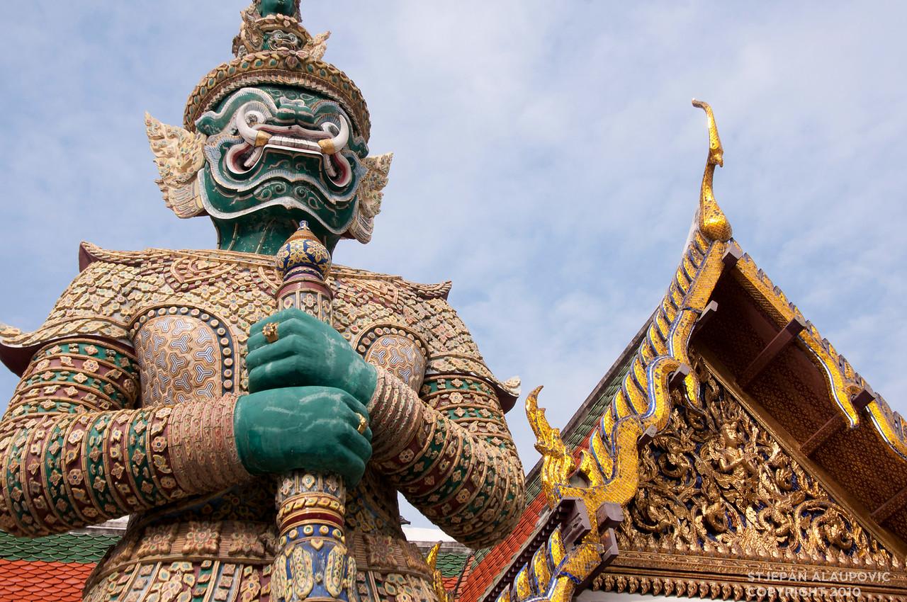 Royal Palace Statue 2