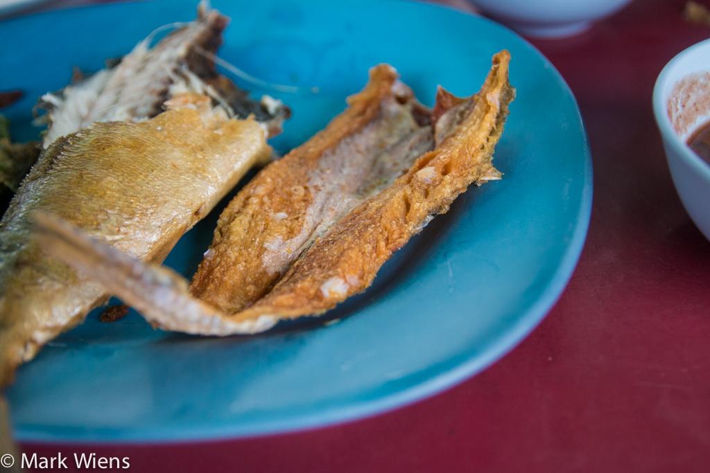 Pla tod krob (crispy fish ปลาทอดกรอบ)