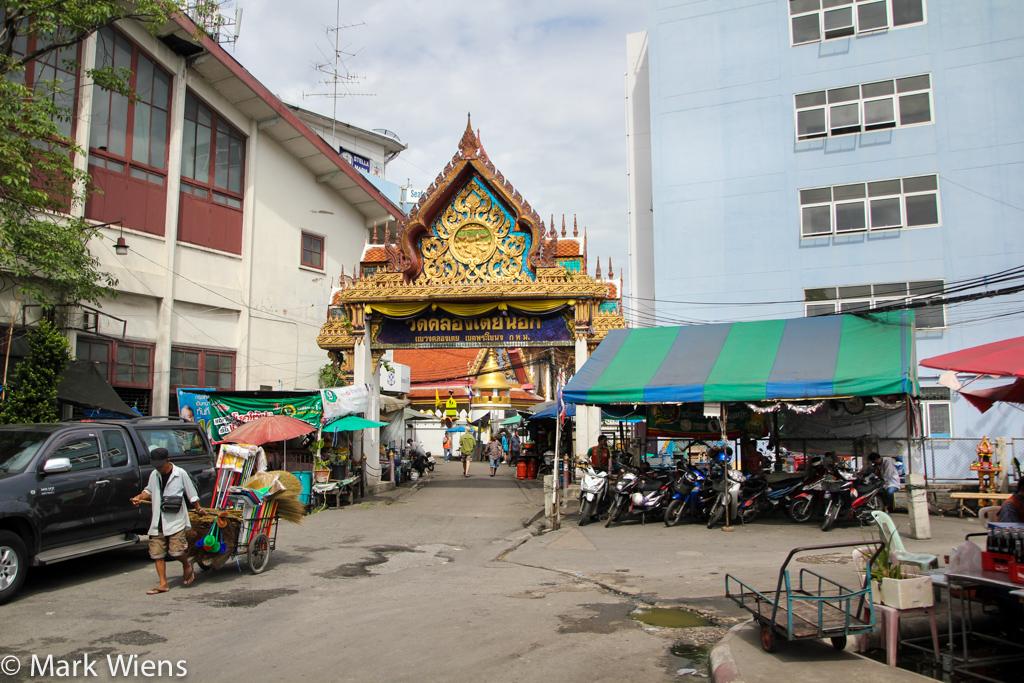 Wat Khlong Toey Nok (วัดคลองเตยนอก)