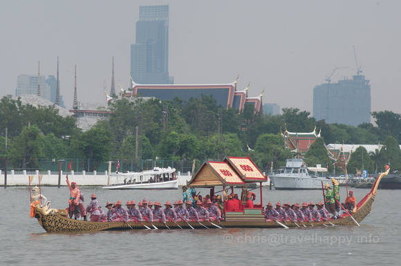 Krabi Ran Ron Rap Barge, Royal Barges Procession, Bangkok, Thailand 6 November 2012