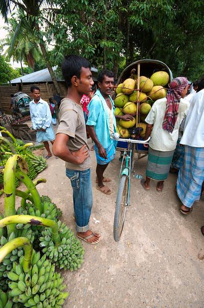 Loading up the cycle rickshaw