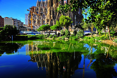 Barcelona_Sagrada_Reflection_D3S0315