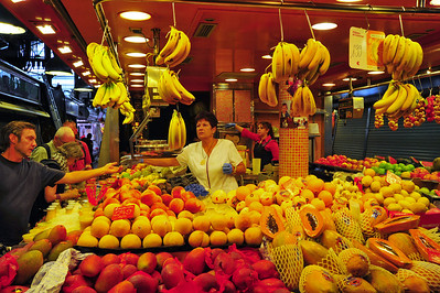 La_Boqueria_Selling_bananas_D3S0105