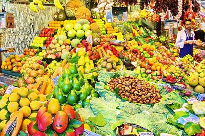 LaBoqueria_1st-Booth-fruits&nuts+vendor_D3S0089